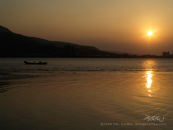 Boat Under Sunset, Tamsui (台北淡水)