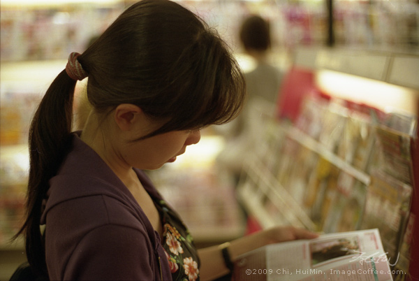 Girl in FNAC
